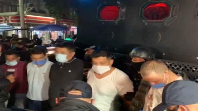 Detienen a 14 hombres con droga y armas que transitaban en covoy en Xochimilco