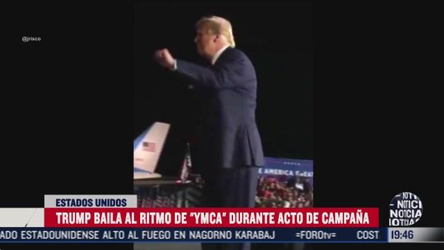 Trump baila en acto de campaña en Florida Ymca de Village People