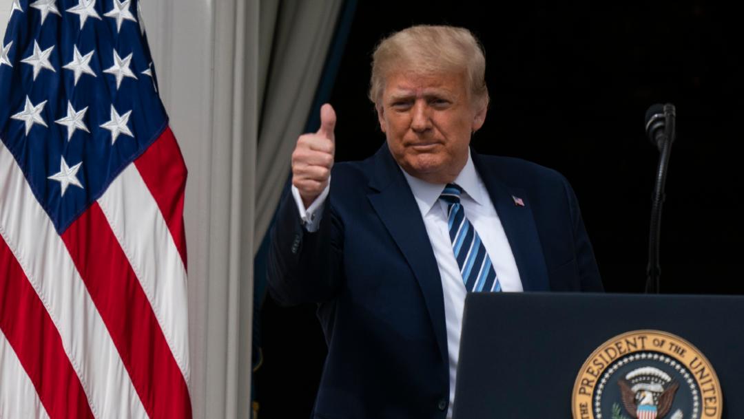 El presidente Donald Trump desde el Balcón de la Sala Azul de la Casa Blanca