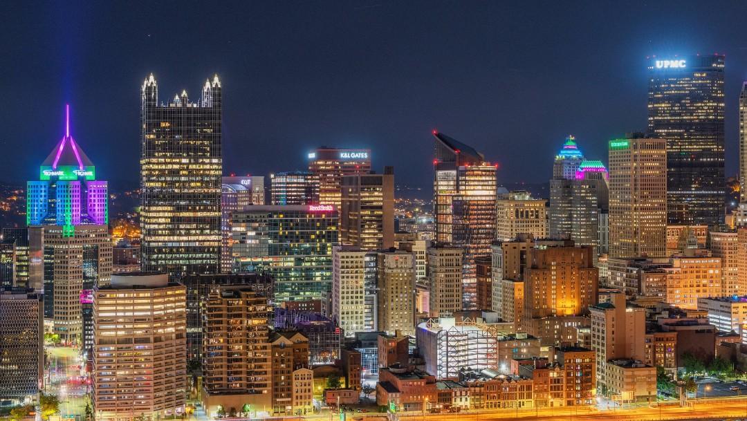 Por cáncer de mama metastásico se iluminan más de 100 edificios de Estados Unidos