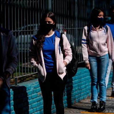 Jóvenes tendrán que esperar hasta 2022 para vacunarse contra COVID-19: OMS