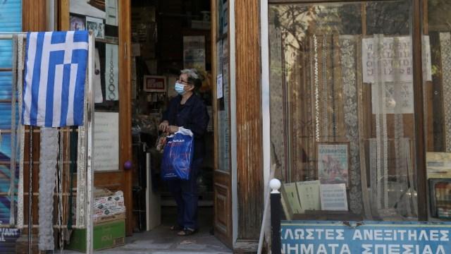 Grecia anuncia confinamiento parcial para combatir COVID-19, cierra actividades de restauración, deporte y cultura