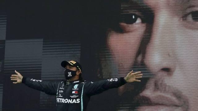 Con su victoria en Portugal, Hamilton suma 93 victorias en la F1 y se coloca como el máximo ganador en la historia de la categoría, por encima de Schumacher