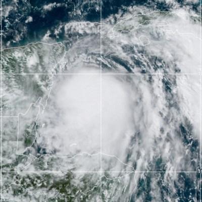 Tormenta tropical Zeta se convierte en huracán y se dirige a la Península de Yucatán