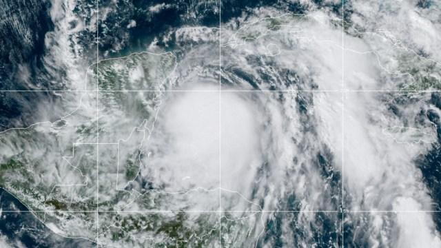 Tormenta tropical Zeta de convierte en huracán categoría 1 rumbo a Península de Yucatán