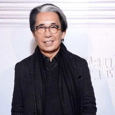 Nacido en 1939 en Himeji, Japón, Kenzo presidió durante los últimos 50 años el altar de la moda por su legado en la industria
