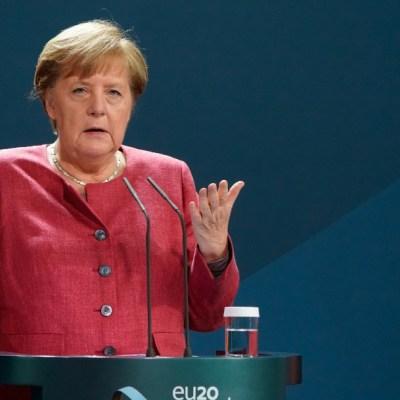 Es 'momento decisivo' para controlar pandemia de COVID-19, advierte Merkel