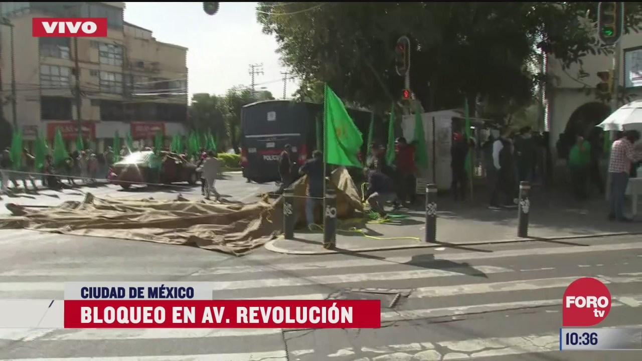 manifestantes bloquean avenida revolucion