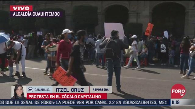 manifestantes protestan en el zocalo de la ciudad de mexico