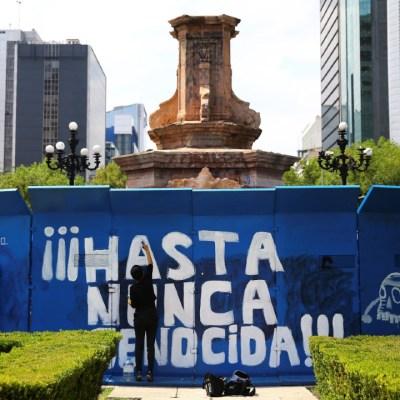 Cerco policiaco impide derribo de estatua de Cristóbal Colón en CDMX