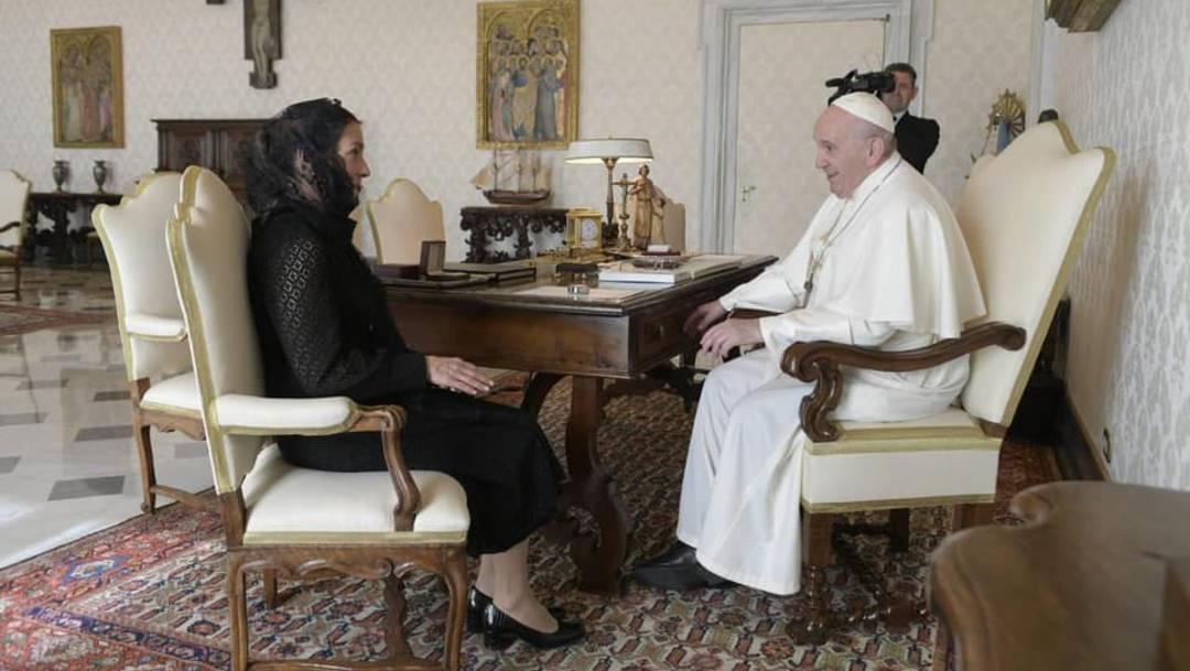 Beatriz Gutiérrez Müller, esposa del presidente López Obrador, se reunión en El Vaticano con el Papa Francisco