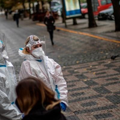 OMS, preocupada por 'crecimiento exponencial' de coronavirus en Europa
