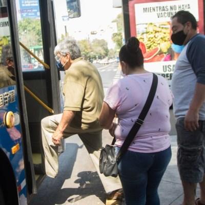 Personas con cubrebocas en la Ciudad de México