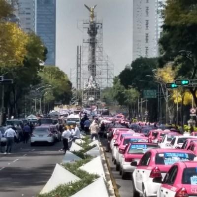 Taxistas se manifiestan en el Ángel de la Independencia contra apps