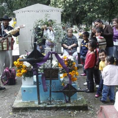 Se analizan criterios para visitantes en panteones por Día de Muertos: López-Gatell