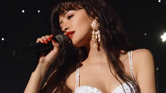Selena Serie Netflix Cantando Foto