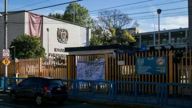 Toman y vandalizan instalaciones de la Prepa 8