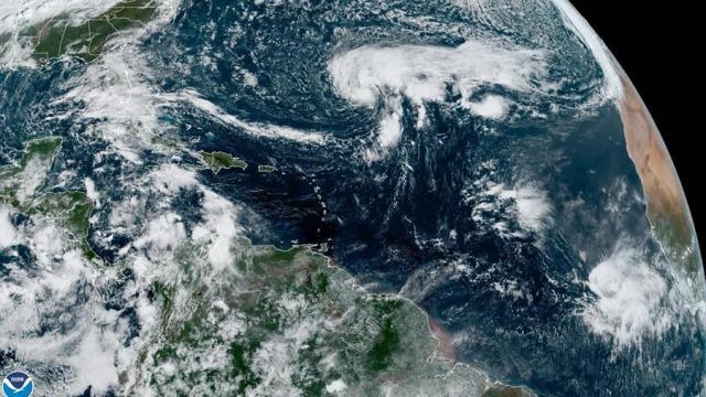Tormenta-tropical-Epsilon-podría-convertirse-en-huracán