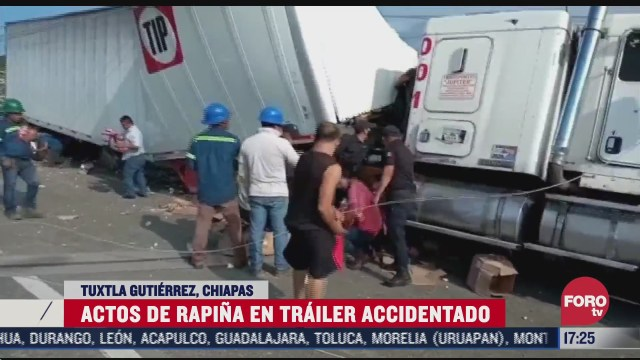 trailer choca y derriba poste de luz en chiapas