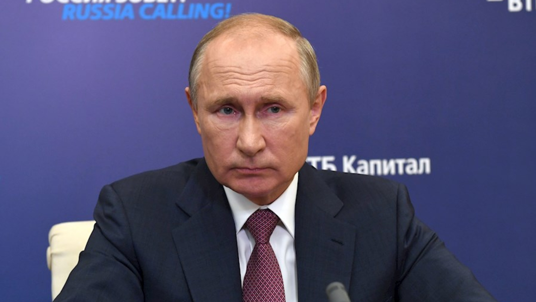 Putin asegura que vacunas rusas contra la COVID son seguras y eficaces