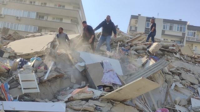 Video: Fuerte sismo en Turquía y Grecia provoca tsunami