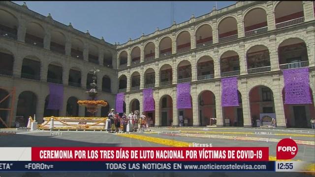 ceremonia en palacio nacional por victimas de covid