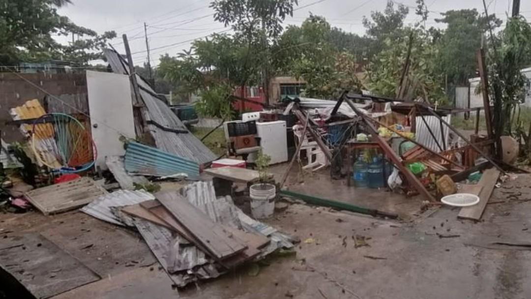 Un mini tornado causó destrozos en varias viviendas ubicadas en la colonia Santa Rosa