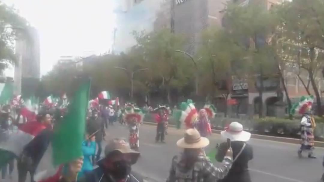 Integrantes del Frente Nacional Anti AMLO (FRENA) realizan una concentración en el Ángel de la Independencia