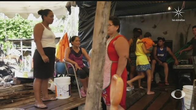 habitantes de jalpa tabasco improvisan campamentos para dormir