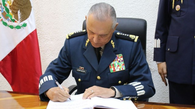 Jueza de NY ordena retirar cargos contra Salvador Cienfuegos