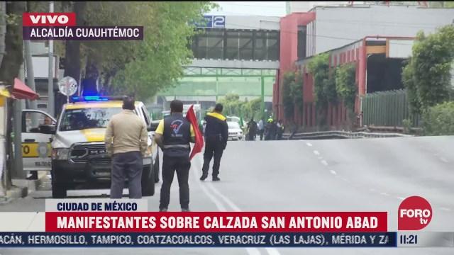 manifestantes bloquean avenida san antonio abad