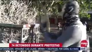 manifestantes protestan contra el presidente de chile