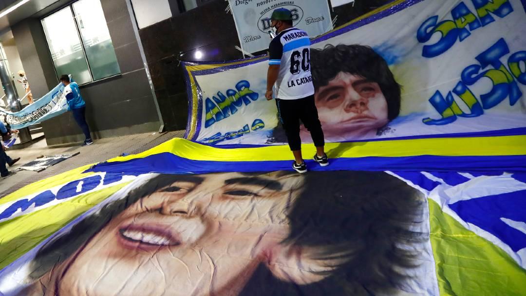 Diego Maradona evoluciona favorablemente, pero no será dado de alta este lunes
