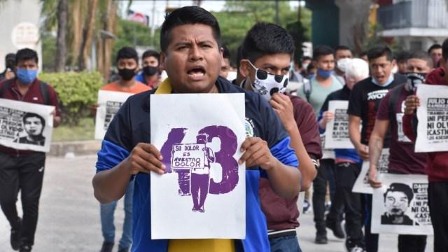 Marcha por los 43 normalistas de Ayotzinapa