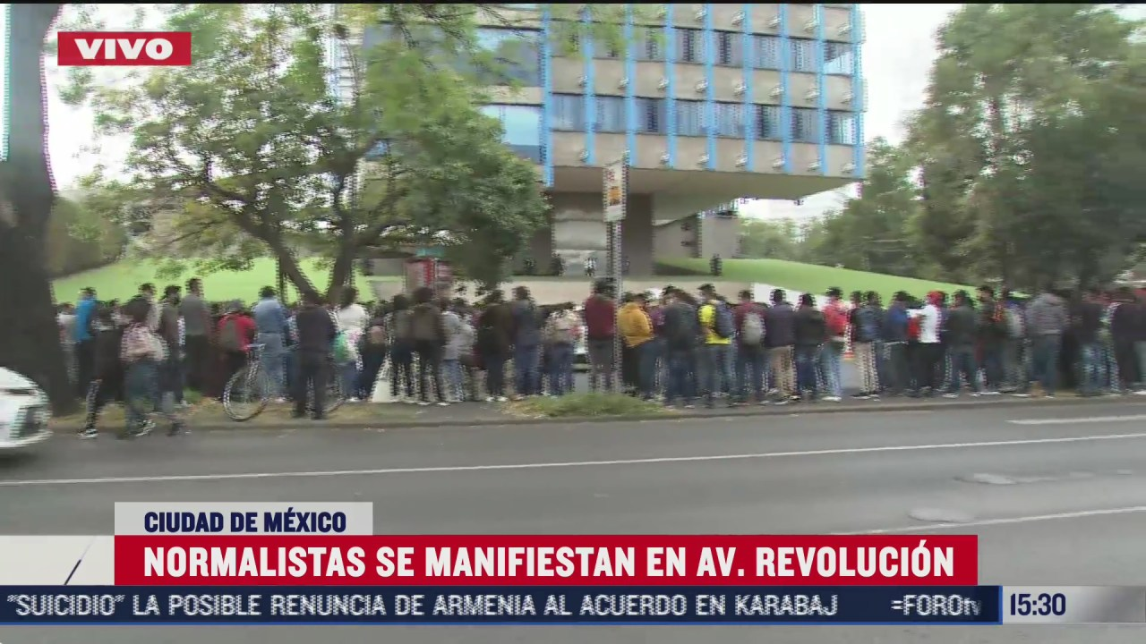 normalistas se manifiestan en av revolucion
