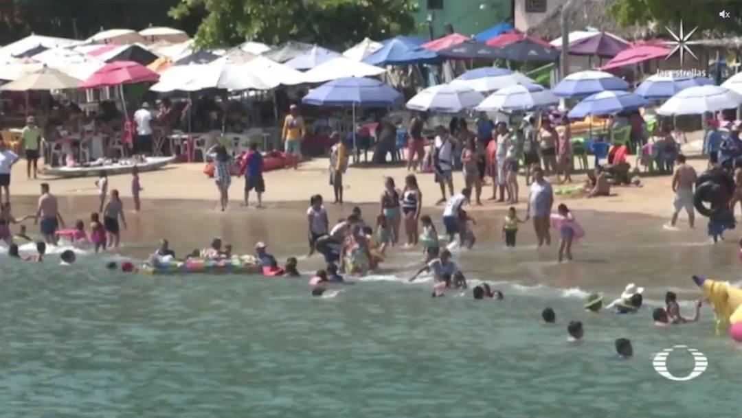 Organizan COVID-fiestas y abarrotan sitios turísticos por fin de semana largo