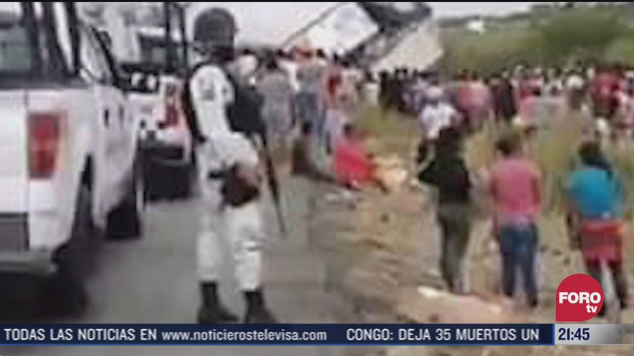 personas roban carga de trailer tras volcar en carretera de campeche
