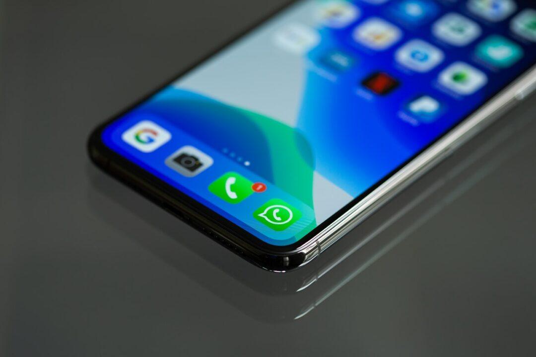 Cómo grabar la pantalla y conversaciones de WhatsApp con tu teléfono