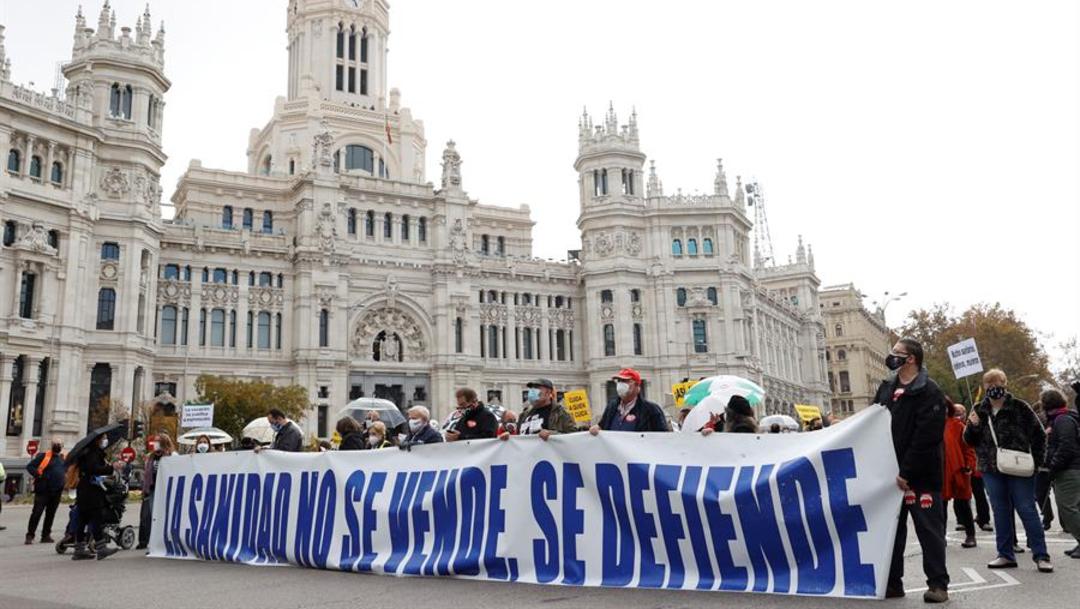 Miles de personas se manifiestan en Madrid en defensa de la salud pública