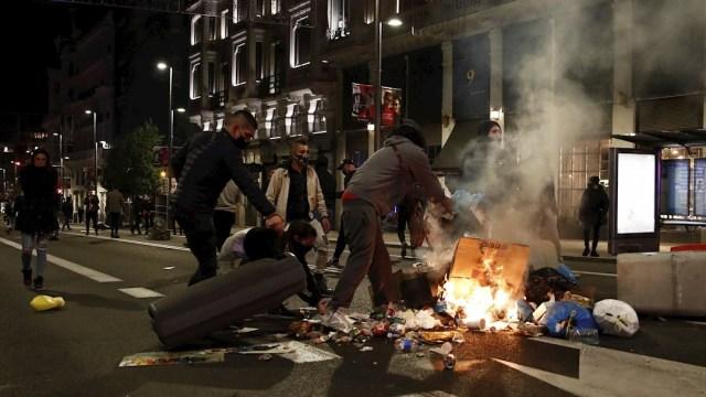 """Las protesta más violenta fue la ocurrida en Madrid, donde se concentraron un centenar de personas bajo el lema """"Salimos a la calle, el pueblo está cansado"""""""