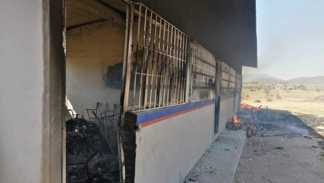 Quema de escuela propicia enfrentamiento a balazos en Tepecoacuilco, Guerrero