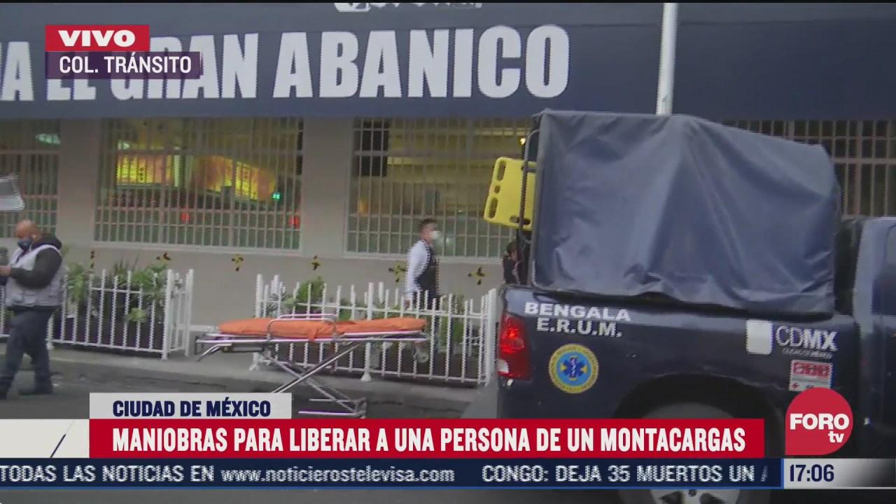 realizan maniobras para liberar a una mujer de un montacargas en la ciudad de mexico