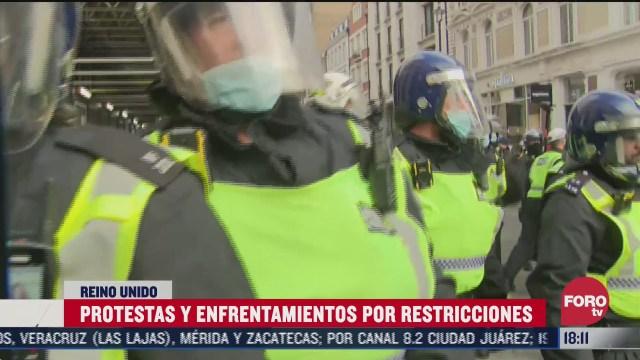 realizan protestas y enfrentamientos por restricciones en reino unido