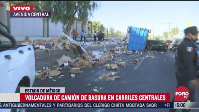 vuelca camion de basura a las afueras de estacion del metro en av central