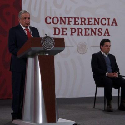 Andrés Manuel López Obrador, presidente de México acompañado de Zoé Robledo, titular del IMSS durante la conferencia matutina en Palacio Nacional