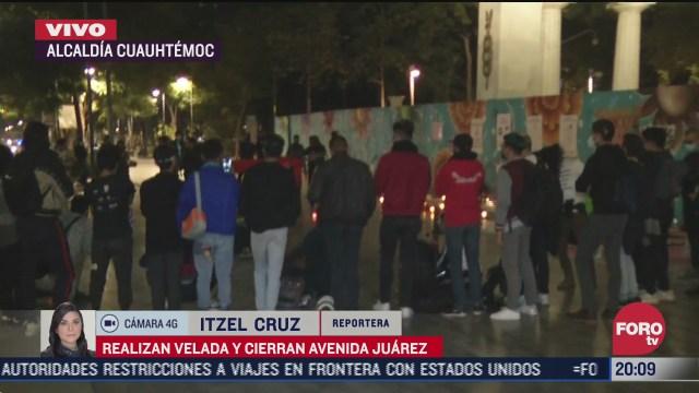 comunidad trans realiza velada y cierra avenida juarez en la cdmx