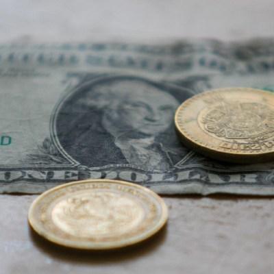 Dólar sigue a la baja; se cotiza en 19.78 pesos