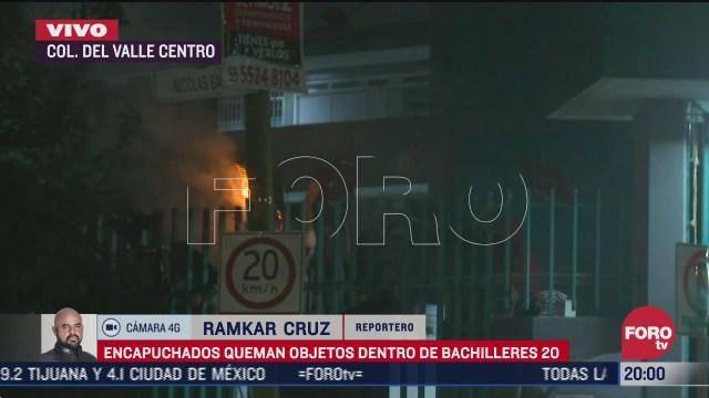 encapuchados queman objetos dentro del colegio de bachilleres