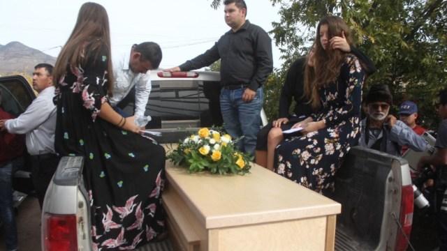 El funeral de las 9 personas que fueron asesinados en una brecha que pertenecían a la Familia LeBarón