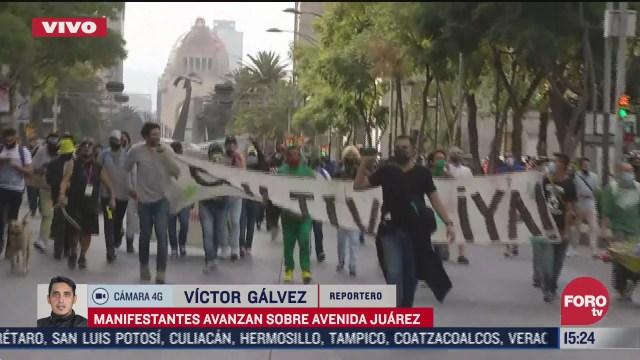 manifestantes avanzan sobre av juarez